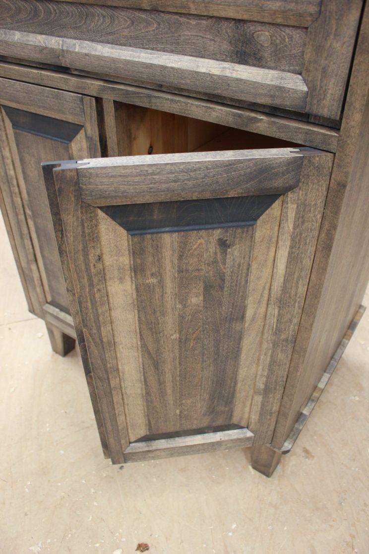 Puinen ovi